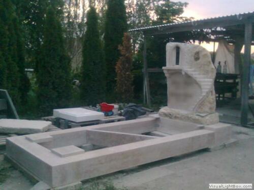 Kétszemélyes sírkő